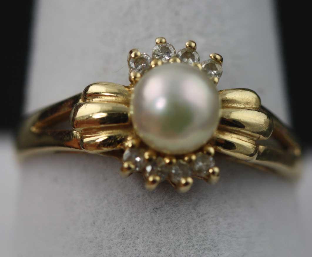 Ladies Pearl Ring