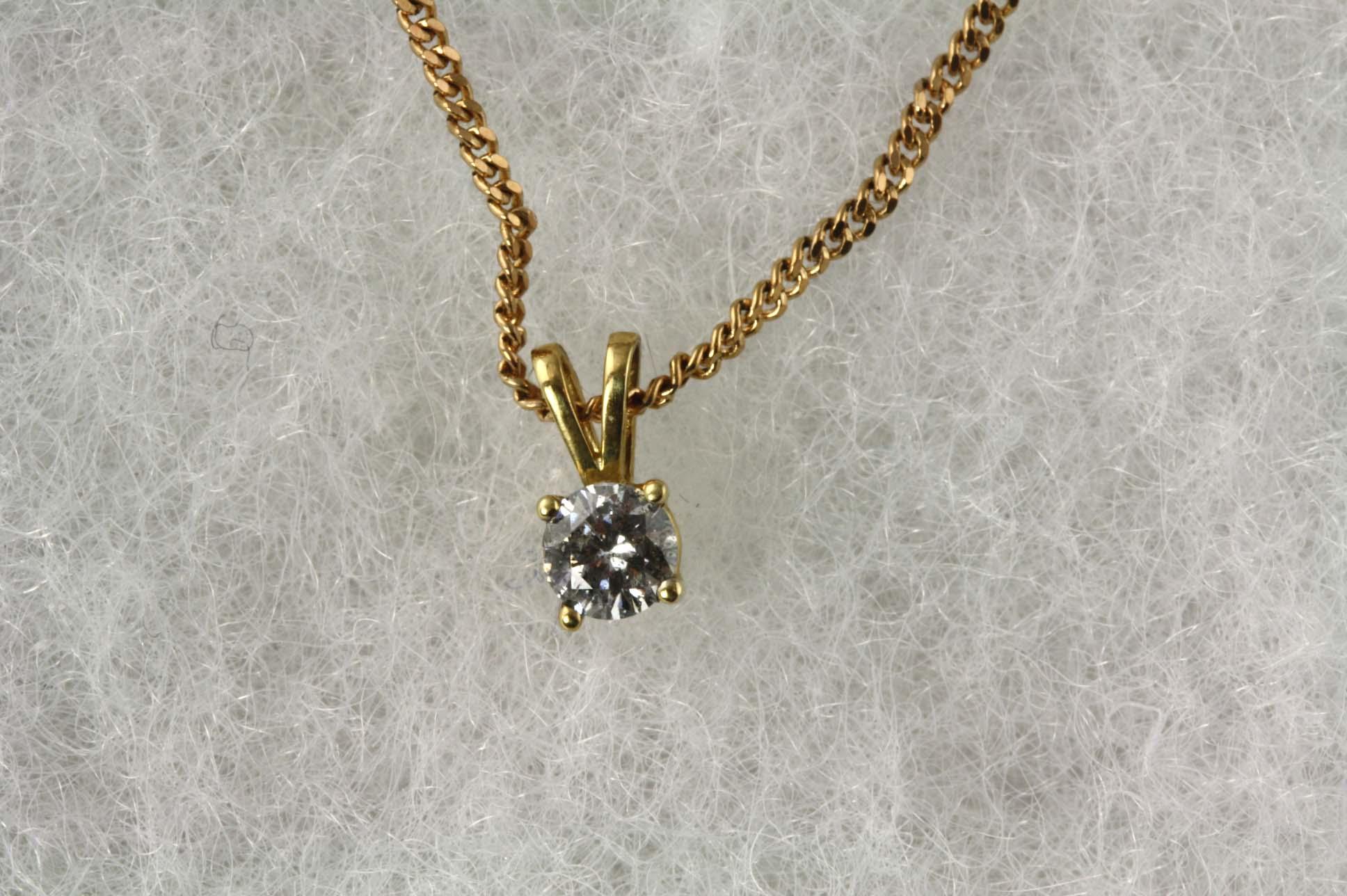 0.33ct Diamond & Chain